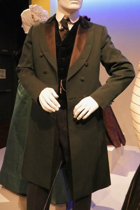 Daniel Brühl Alienist Laszlo Kreizler costume