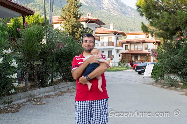 Akyaka'daki apart oteller arasında dolaşırken, arkada kaldığımız Kerme Ottoman'ın villa apartı