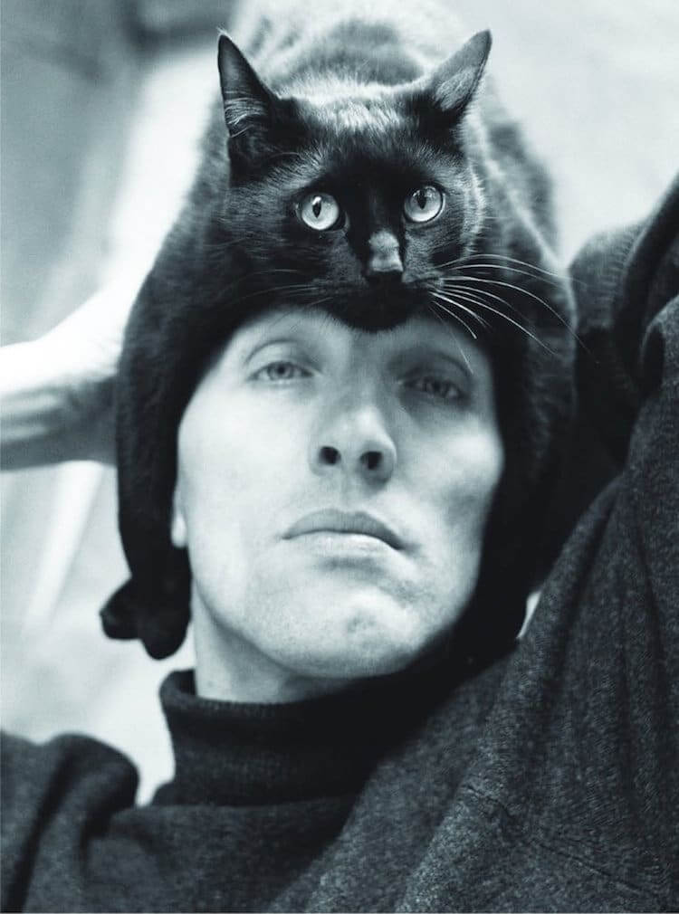 Stunning Portraits Of Renowned Artists Posing With Their Cats