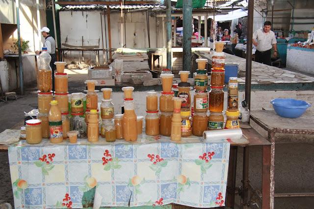 Kirghizistan, Och, bazar Jayma, miel, © L. Gigout, 2012
