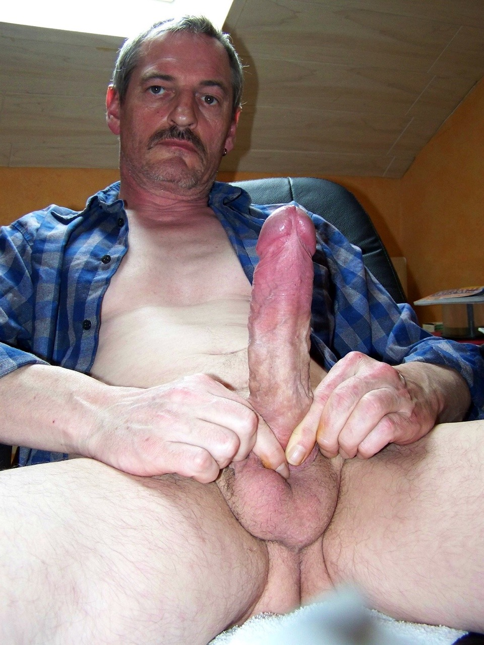 Older guy with fat cock cumming