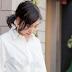 Mengenakan Blus Putih ke Kantor Bisa Bikin Kamu Makin Cantik Caranya?