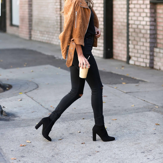 how to wear high waisted jeans, black boots jeans outfit, fall style, steve madden