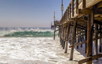 Wallpaper: Ocean Waves Hitting the Wooden Pier