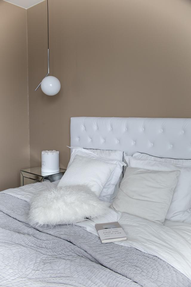 Villa H, flos ic valaisin, makuuhuoneen sisustus