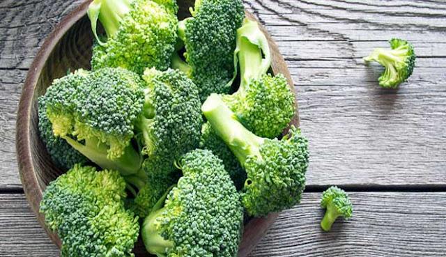 yaitu sayuran silangan yang luar biasa yang termasuk dalam suku kubis 7 MANFAAT MENAKJUBKAN DARI MAKAN LEBIH BANYAK BROKOLI