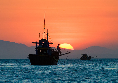 Image Attribute: Sunset on the South China Sea off Mũi Né village on the south-east coast of Vietnam / Source: Wikimedia Commons