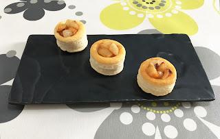Volovanes rellenos de queso de cabra, nueces y pera caramelizada