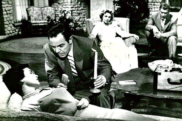 Virginia Tighe geçmişte merdivenlerden düşerek ölen Bridey Murph olduğunundan bahsediyordu.