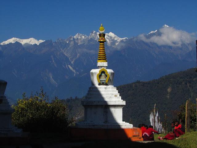 The Stupa at the Monastery of the Tibetan Settlement at Ravangla _ DoiBedouin