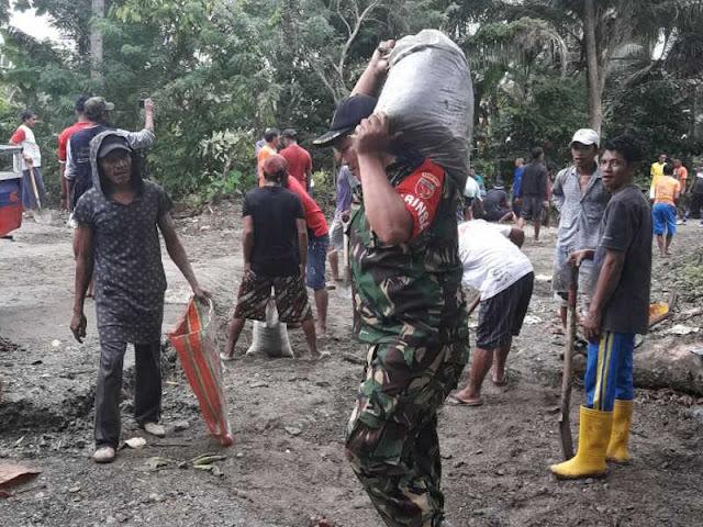 Anggota Koramil Piru Ajak Kerja Bakti di  Desa Ketapang dan Loki