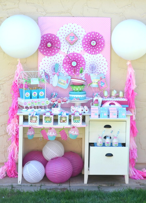 A Very Sweet Pink Cupcake Baking Birthday Party - BirdsParty.com