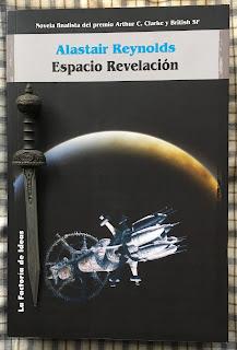 Portada del libro Espacio revelación, de Alastair Reynolds