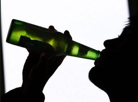 Kerala, News, Badiyadukka, Kasargod, Student, Student forced to drink alcohol; Police case registered.