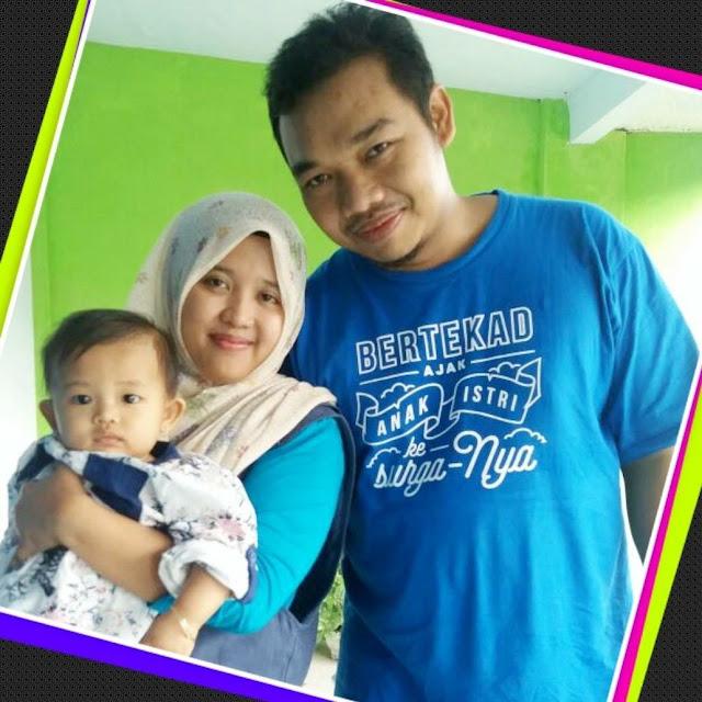 Pasangan Keluarga dari Malang - Suami Memakai Kaos Dakwah KBS.jpg