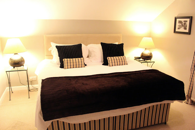 Room at The Queens Arms, Corton Denham, Somerset - travel blogger - English countryside travel blog