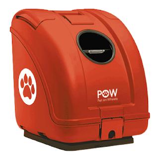 Pet On Wheels est une cage pour chien qui se fixe à l'arrière d'un scooter.