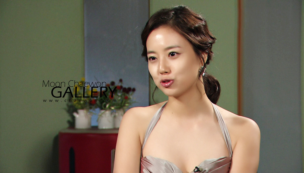 Moon Chae Won (문채원) revealed that she also had her fair share of controversy in her career.