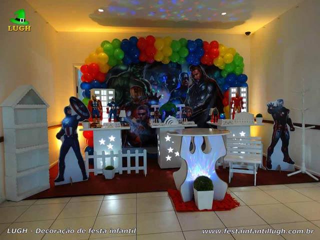Decoração de festa tema Vingadores para aniversário infantil - Mesa provençal decorada na Barra-RJ