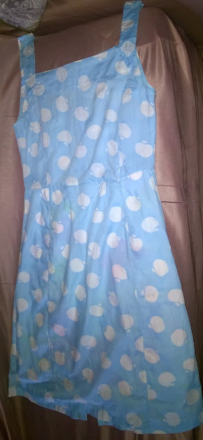 Uma peça vários looks: Vestido azul - poá.