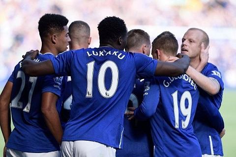 Everton với màu áo xanh trong giải ngoại hạng Anh năm nay