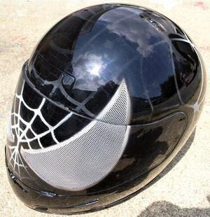 casco de motocicleta pintado con aerografo Venom