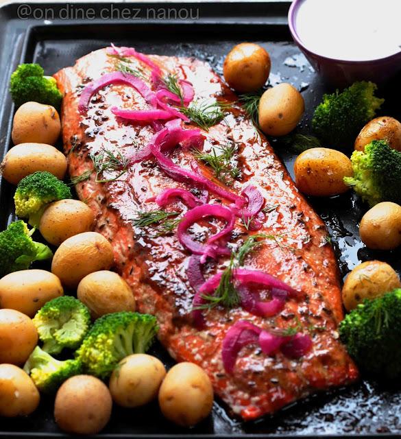 saumon cuit au four , mélasse grenade , facile et rapide , pickles