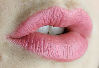Chanel Rouge Coco Hydrating Lip Colour Lip Stick in 424 Edith swatch review