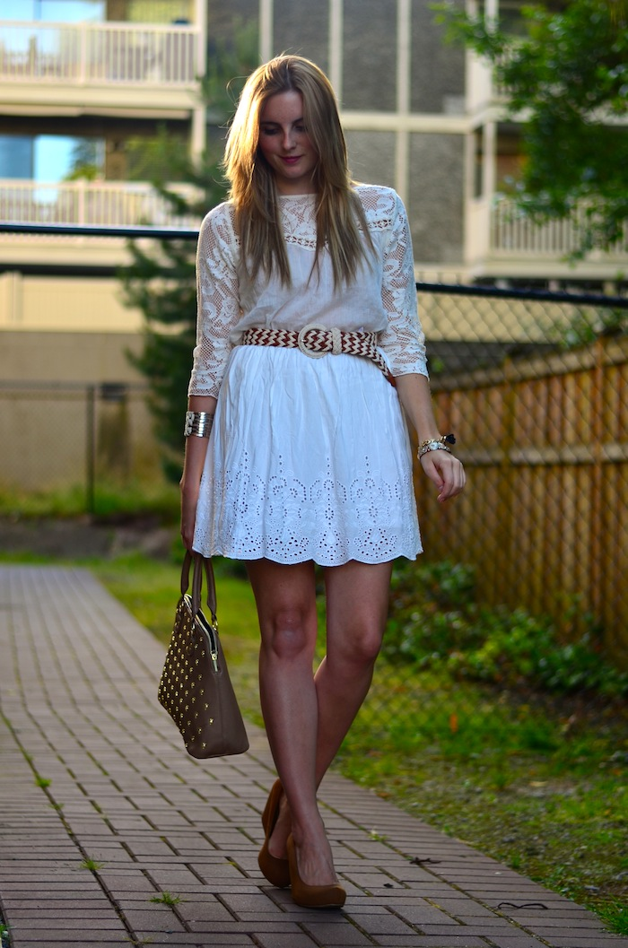 Eyelet white skirt outfit ideas