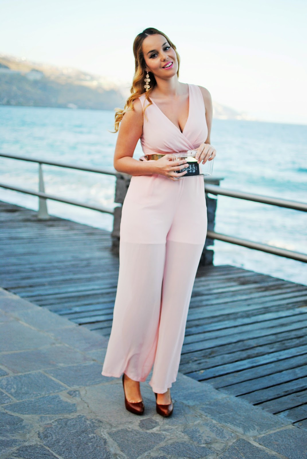 Nery hdez, baby pink, jumpsuit, walg, blonde , transparent cluch, teria yabar