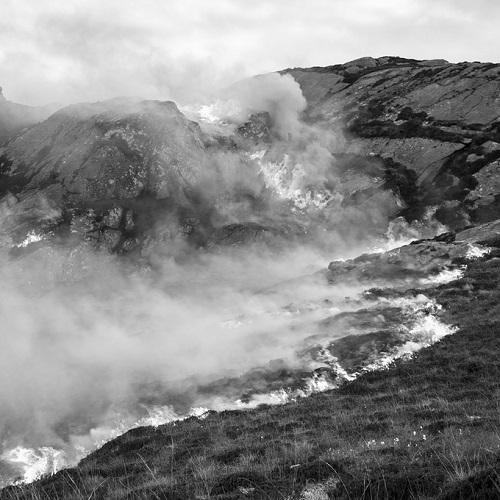 Kevin Percival, fotos en blanco y negro chidas, imagenes de soledad, lugares lejanos en las montañas, neblina,
