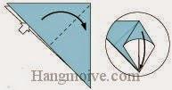 Bước 3: Mở lớp giấy trên cùng ra, kéo và gấp lớp giấy xuống dưới.