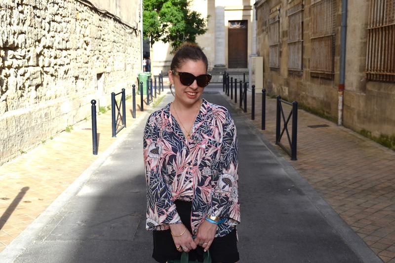 chemise tropical H&M, short en jean noir Pimkie,