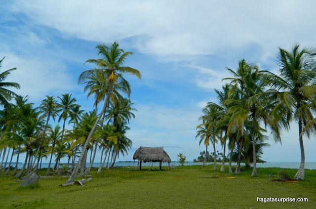 Ilha desabitada no arquipélago de San Blas, Panamá