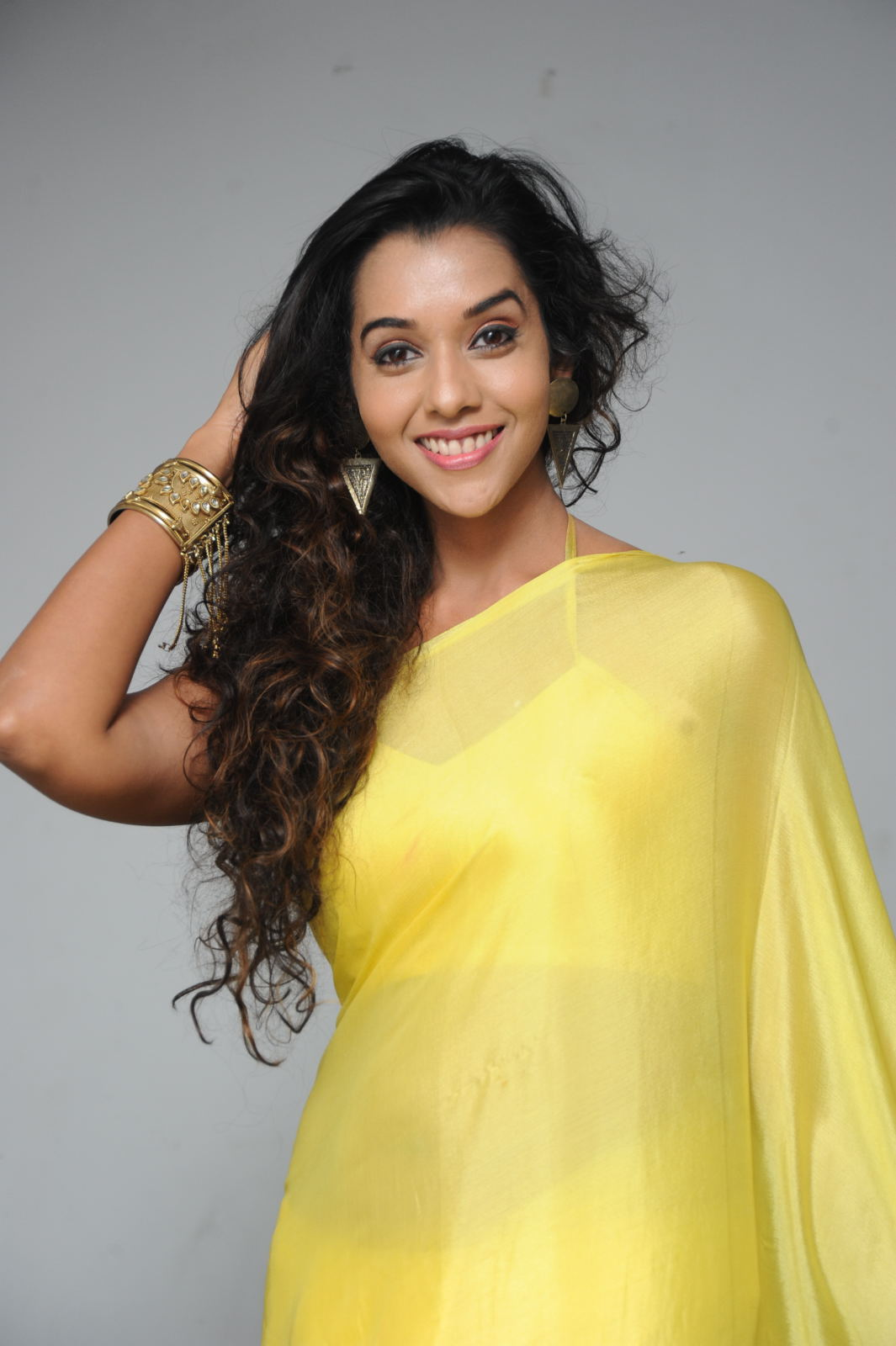 Splendid anu priya in yellow saree images gallery