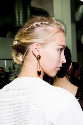 WHISPER blog: COQUE TRANÇADO [braided bun] #coque #trança #cabelo #beleza #bun #braid #hair #beauty #blog #backstage #GiorgioArmani #SS #Armani
