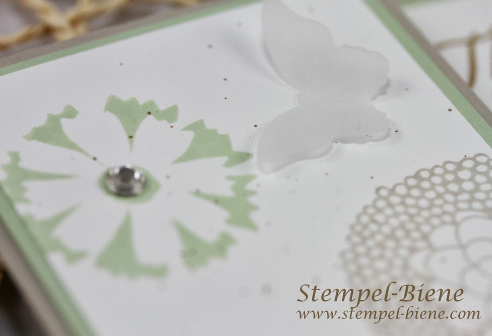 Stampin' Up Grußkarte, Sale-a-bration Petal Parade, Wetlands, Stanze gewellter Anhänger, Stanze Mini-Schmetterling, Stampin Up bestellen, Stampin Up Stempelparty buchen, Stempel-Biene;
