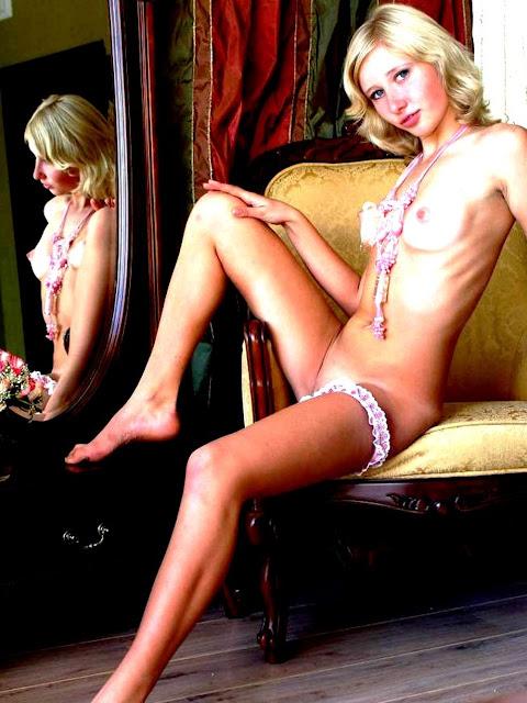 Девка без трусов www.eroticaxxx.ru эротика без трусиков