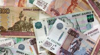 الروبل الروسي يبلغ أدنى مستوى له مقابل الدولار منذ أكثر من عامين ، بعد يوم واحد من بدء تنفيذ العقوبات الأمريكية