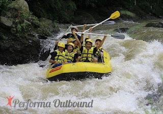 Tempat-rafting-bogor, tempat-arung-jeram-bogor, rafting-sungai-cisadane, paket-rafting