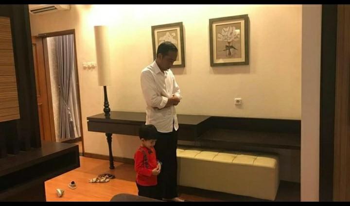 Cekrek! Jokowi Foto Sholat Magrib, Warganet: Pria Sholeh Itu di Masjid, Pria Sholehah di Rumah