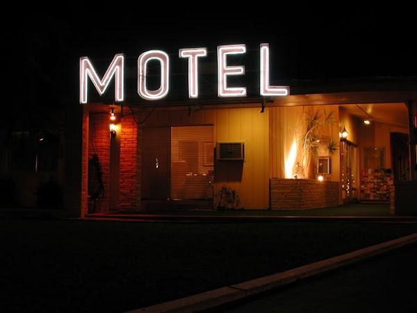 Podrías ir a la cárcel si no presentas acta de matrimonio para entrar a un motel!