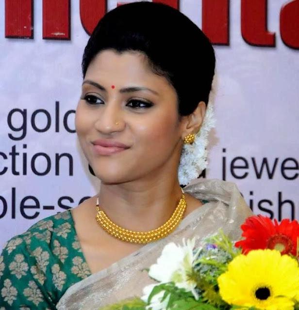 Konkona Sen Sharma Style Statement Pearl Necklace