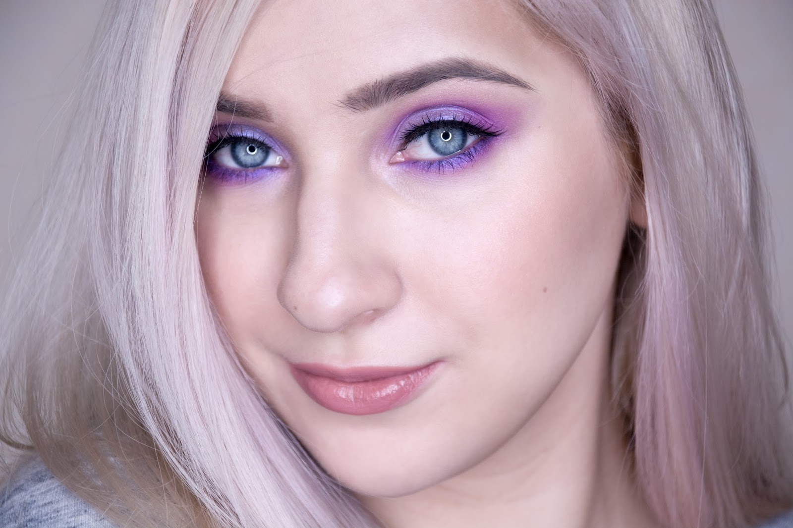 Purple eye makeup bor blonde