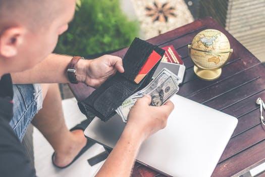 Agar Bebas Dari Hutang, Hindari 7 Prilaku Buruk Ini Dalam Mengelolah Keuangan