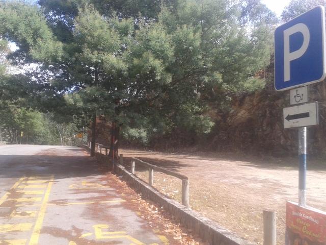 Parque estacionamento reservado a deficientes