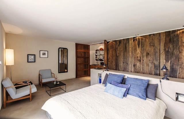 dormitorio con cabecero hecho con madera reciclada chicanddeco