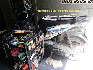 Cara pasang alarm motor pada Honda Beat 110cc Karbu