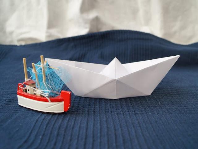 DIY: Papierschiff-Einladungen für den Kindergeburtstag basteln. Kindergeburtstag, Ahoi! Hier kommt die Anleitung zur Einladung!