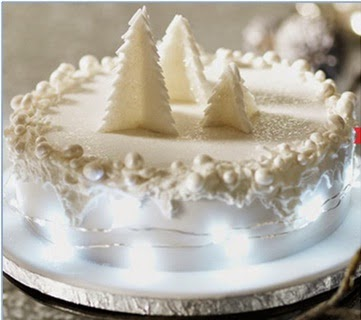 Another Very Popular Cake Decoration This Season Has Been To Jazz Up The Such That It Resembles A Wreath Dark Chocolate Or Pure White Sugar Icing